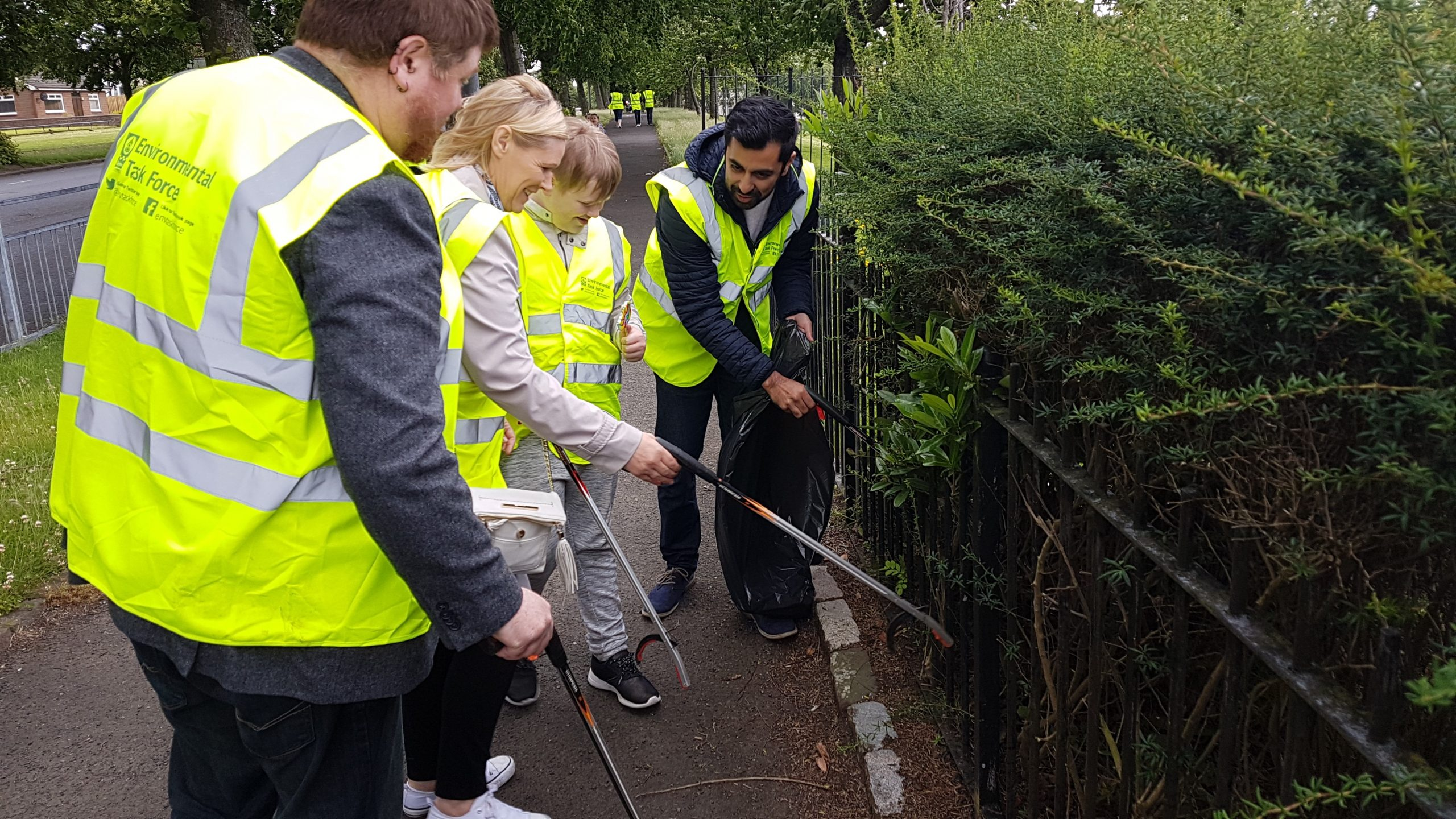 Humza Yousaf helping with the Mosspark clean up